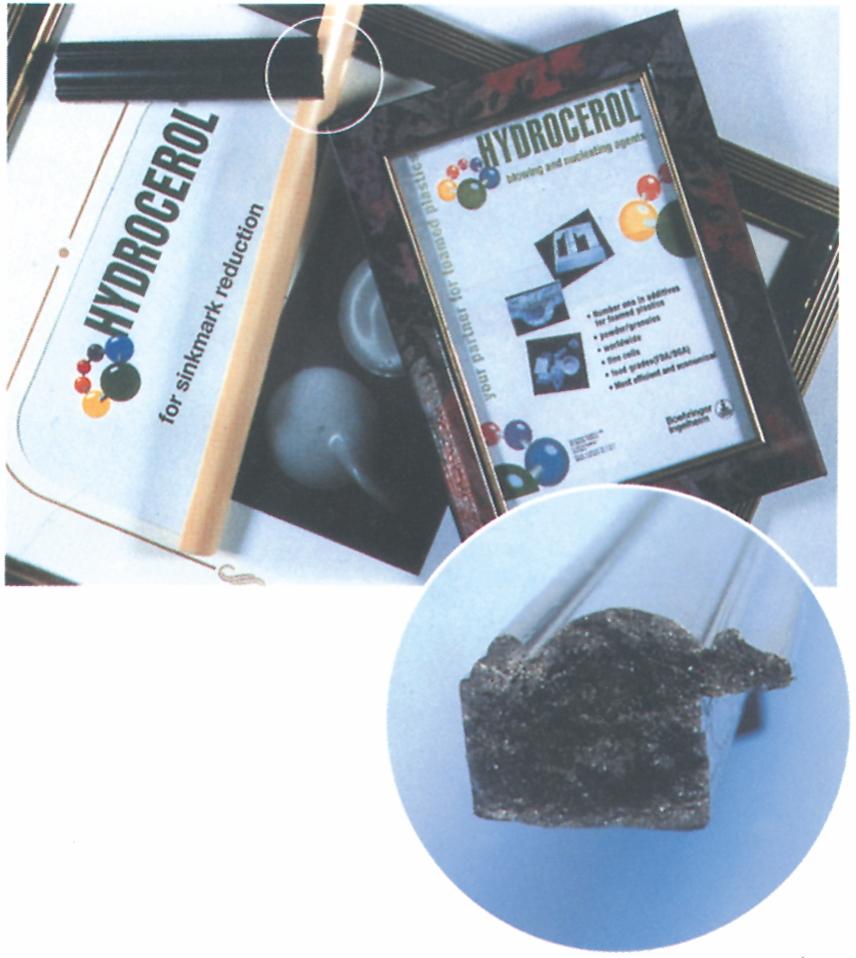 Billedramme støbt i PS tilsat opskumningsmiddel for at opnå skumstruktur