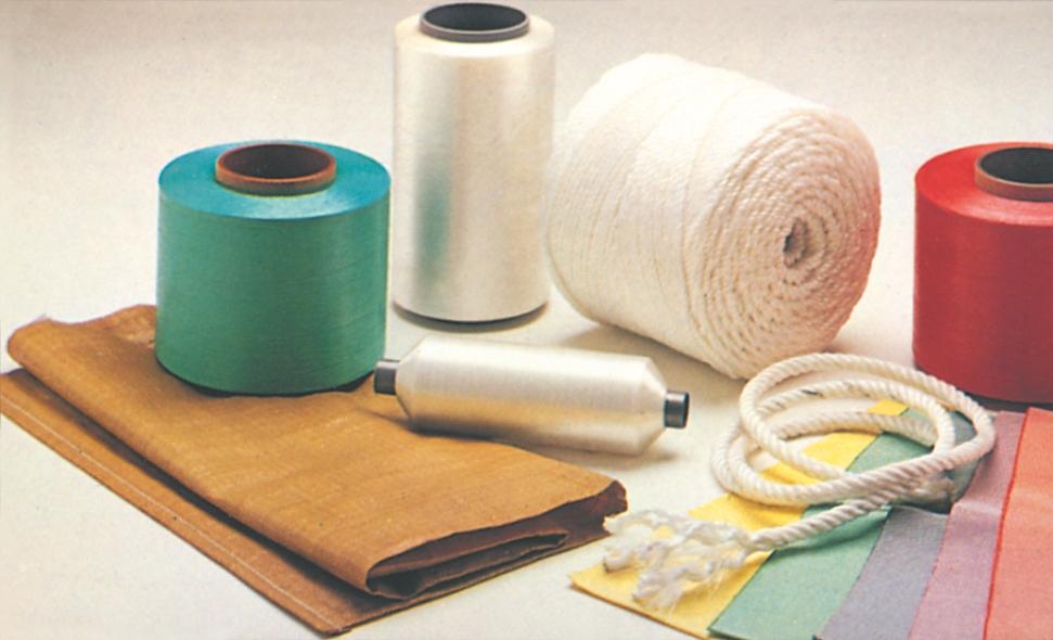 Monofilamenter til fx boligtekstiler, gulvtæpper, sække, garn og snører til fiskeri, reb, tæpper og beklædning