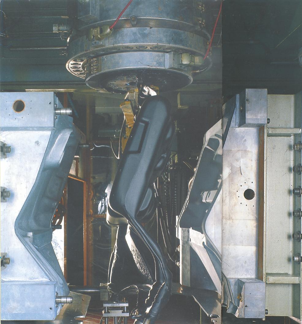 Brændstoftank fremstillet  på ekstruder med akkumulator